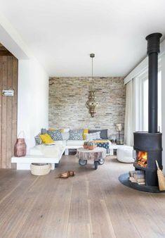 parquet massif chene couleur clair parquet clair, canape d angle blanc, bien décoré avec coussins de canapé