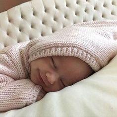 """""""Que agustito estamos todos en la cama cuando es fin de semana..."""" #bebenube #bebé #mamá #canastilla #bebeabordo #comomola #baby #maternidad #babyboy #babygirl"""