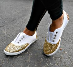 Super-Easy Ways To Make Your Shoes Look More Expensive Add glitter to the toes and heels of your sneakers for a little sparkly kick.Add glitter to the toes and heels of your sneakers for a little sparkly kick. Cute Shoes, Me Too Shoes, Women's Shoes, Shoes Sneakers, Funky Shoes, Yeezy Shoes, Adidas Shoes, Black Shoes, Sneaker Diy