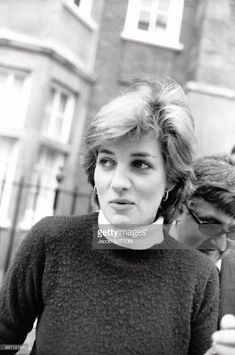 20 November Lady Diana Spencer is seen leaving her Earl's Court Apartment in London amidst intense media speculation regarding her relationship with the Prince of Wales Princess Diana Hair, Princess Diana Fashion, Princess Diana Pictures, Princess Diana Family, My Princess, Spencer Family, Lady Diana Spencer, Princesa Diana, Thing 1