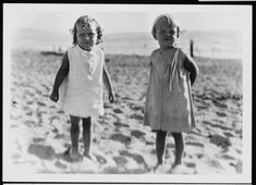Rare Photos of Norma Jeane (Later Marilyn Monroe) With Her Family on the Beach of Santa Monica in 1929 Santa Monica, Rare Photos, Vintage Photos, Auburn, Rare Marilyn Monroe, Norma Jeane, Old Hollywood, American Actress, Mafia