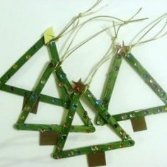A Homeschool Journey made these Christmas tree crafts using popsicle sticks.A fun preschool Christmas craft project.We offer a variety of Christmas crafts from our very popular 'decorationsTo … Easy Christmas Crafts For Toddlers, Preschool Christmas Crafts, Toddler Christmas, Christmas Crafts For Kids, Craft Stick Crafts, Toddler Crafts, Holiday Crafts, Craft Sticks, Craft Ideas