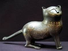 rendan:  Statuette of a cat, inlaid with gold and silver. Iran, XIX century