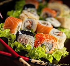 Eat sushi in Japan Easy Chicken Recipes, Asian Recipes, Ethnic Recipes, I Love Food, Good Food, Yummy Food, Healthy Vegetarian Diet, Party Food Buffet, Best Seafood Restaurant