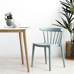 Nobu silla verde   ¡Descubre los detalles de la silla Nobu!  Nobu, una cómoda y bonita silla de plástico en color verde, con un diseño de respaldo curvado de varillas. Un modelo ideal para conseguir un look perfecto alrededor de la mesa. ¡Seguro que te encanta!  Medidas · Alto asiento: 45 cm · Ancho asiento (parte más ancha): 43 cm · Ancho asiento (parte más estrecha): 35 cm · Fondo asiento: 40 cm