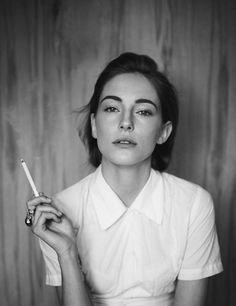 camilla babbington - black and white portrait. Women Smoking, Girl Smoking, Pretty People, Beautiful People, Girls Girls Girls, Female Portrait, Woman Portrait, Looks Cool, Look Fashion