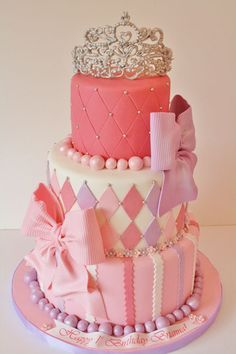 Love this gorgeous cake. Perfect for a Princess Birthday party <3