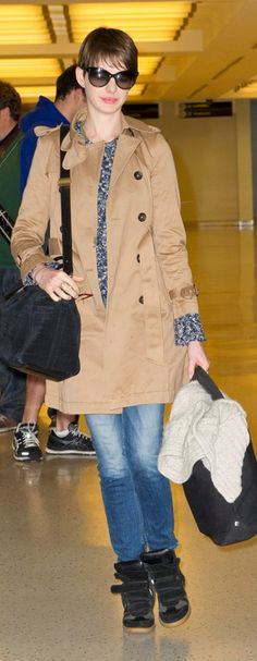 Who made  Anne Hathaway's black suede handbag and black sneakers that she wore in New York on December 18, 2012?