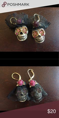 Day of the dead skull earrings These are special wedding earrings. They are sugar skulls with a black veil and a red rose. If buyer wanted to, the veil can easily be removed. Jewelry Earrings