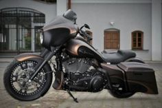 Awesome custom bike HD Street Glide Bagger Blackout by Killer Custom Harley Davidson Night Rod, Harley Davidson Street Glide, Harley Davidson Bikes, Scrambler Custom, Custom Softail, Hd Street Glide, V Rod Custom, Harley V Rod, Bmw Motorrad