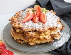 Gammeldags vafler – Den bedste opskrift Danish Dessert, Danish Food, Yummy Food, Tasty, Pancakes And Waffles, Cake Cookies, Apple Pie, Easy Meals, Food And Drink