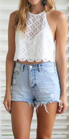 Casual look | Lace crop top and high waist denim shorts