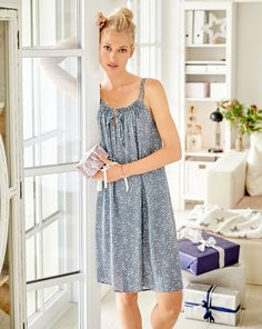 Diy Sewing Projects Quick to sew and so beautiful. The double straps both gather the top of the nightie and also hold the front neckline slit together. Easy Sewing Patterns, Clothing Patterns, Dress Patterns, Sewing Ideas, Fashion Patterns, Fashion Mode, Diy Fashion, Fashion Outfits, Burda Couture