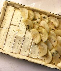 Puff Pastry Recipes Savory, Savory Tart, Appetizer Dishes, Appetizer Recipes, Cottage Meals, Pear Recipes, Appetisers, Prosciutto, Brie