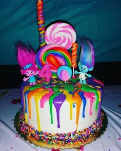 Trolls birthday party ideas for you to try this year! The classic Trolls stole the limelight among the modern cartoon characters who became famous these 2000 onward. It was when the film Trolls was released last November 2016 whose voices of& Bday Girl, Birthday Cake Girls, Birthday Fun, Trolls Birthday Party Ideas Cake, Birthday Ideas, 3 Year Old Birthday Cake, Third Birthday, Bolo Trolls, Trolls Cakes