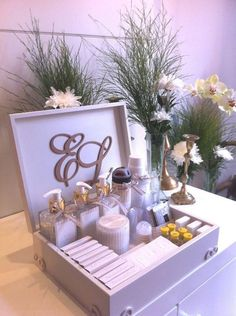 New Ideas basket wedding decor decoration Wedding Boxes, Diy Wedding, Dream Wedding, Wedding Day, Reception Activities, Bathroom Baskets, Wedding Details, Party Time, Bridal Shower