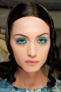 Hello, blue mascara #eyemakeup