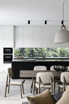 glass splash back, cupboards, black and white stone, minimalist cabinet, contemporary downlight Home Design, Luxury Kitchen Design, Küchen Design, Interior Design Kitchen, Contemporary Interior Design, Modern Interior Design, Cocinas Kitchen, Minimalist Kitchen, Minimalist Style