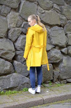 Yellow raincoat regnkappa
