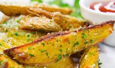 Simple and easy to make! Parmesan Baked Potatoes, Garlic Parmesan, Roasted Potatoes, Garlic Butter, Potato Wedges Recipe, Potato Wedges Baked, Spicy Recipes, Cooking Recipes, Healthy Recipes