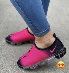 I love these nike air athletic sneakers ! Cute Sneakers, Shoes Sneakers, Girls Sneakers, Sneakers Fashion, Fashion Shoes, Sneaker Store, Nike Air Shoes, Nike Footwear, Hype Shoes