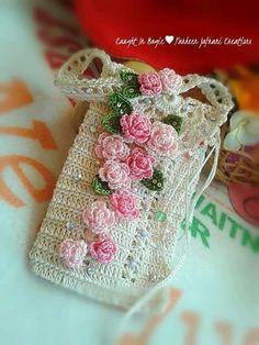 Marvelous Crochet A Shell Stitch Purse Bag Ideas. Wonderful Crochet A Shell Stitch Purse Bag Ideas. Crochet Phone Cover, Crochet Pouch, Crochet Gifts, Diy Crochet, Crochet Handbags, Crochet Purses, Crochet Designs, Crochet Patterns, Crochet Mobile