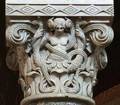 chapiteau de la nef. l'église Sainte-Catherine. Cathédrale de Villeneuve-sur-Lot. Aquitaine