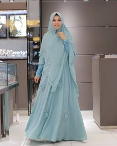 Love the color Abaya Fashion, Fashion Outfits, Womens Fashion, Moslem Fashion, Muslim Dress, Samar, Hijabs, Kebaya, Piece Of Clothing