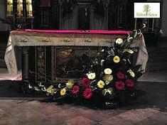 Image result for kwiaty na ołtarz na bierzmowanie Altar Flowers, Altar Decorations, Flower Arrangements, Decoupage, Painting, Google, Floral Arrangements, Altars, Alter Flowers