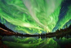 Aurora Borealis (northern lights) with star trails, Northern Canada - Yuichi Takasaka STUNNING - you go Mother Nature! Beautiful Sky, Beautiful World, Beautiful Places, Stunning View, Gorgeous Gorgeous, Aurora Borealis, Images Cools, Photo Voyage, Images Gif