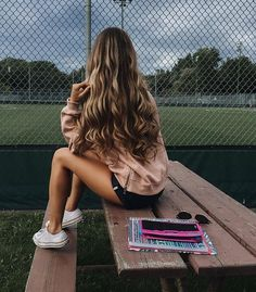 Hair Volume: How To Get Big, Voluminous Hair - Outfits & Hair Color Catherine Belle, Outfit Stile, Voluminous Curls, Pretty Hairstyles, Long Wavy Hairstyles, Beach Hairstyles, Men's Hairstyle, Funky Hairstyles, Formal Hairstyles