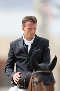 Harrie Smolders Photos - Harrie Smolders (NED) and the horse Zinius during the prize ceremony after winning the class during Longines Global Champions Tour on August 2017 in London, England. Equestrian Style, Equestrian Fashion, London Tours, Show Jumping, London England, Suit Jacket, Horses, Blazer, Holland