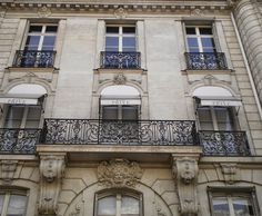 Most of Montmartre houses remember Belle Epock!