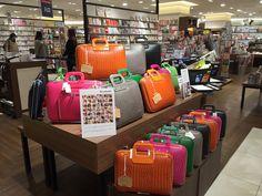 Bombata Borseggiatore in stores. Dept. Store Japan