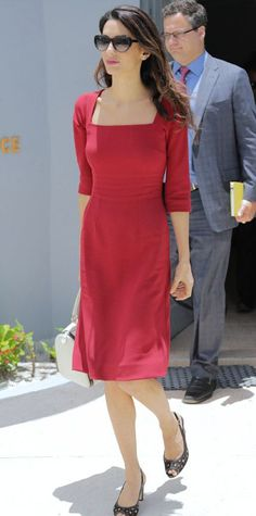 With ample dresses, tailored pants, and colorful heels, Amal Clooney is a case in good style. Flip through her best looks. Long Leather Skirt, Winter Typ, Russian Women For Marriage, Amal Clooney, Office Fashion, Star Fashion, Dress Skirt, Celebrity Style, Celebrity Women