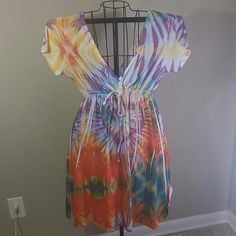Tie Dye Tiki Palm Dress Sz XL Omg so adorable. Great condition. Size XL. I do offer discount bundling so check out my other items. Thanks for stopping by. Dresses