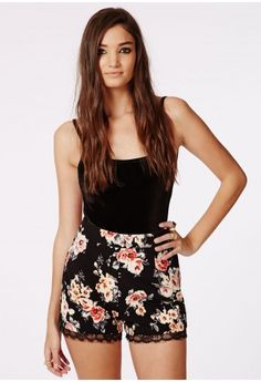 Missguided - Phoeby Floral Lace Hem Runner Shorts