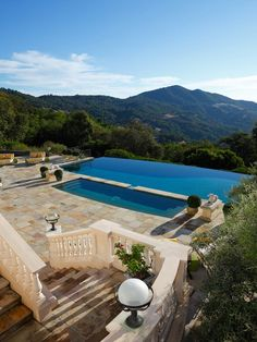 Hot tub & Infinity edged pool .. Robin William's home .. Napa Valley, California