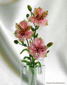 Альстромерия из бисера Pretty, free pattern.  Many other free patterns for flowers at this site.