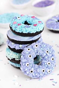 Fun baking recipes for do-it-yourself cakes, cookies, donuts, truffles, and more. Halloween Theme Birthday, Happy Halloween, Childrens Halloween Party, Halloween Donuts, Halloween Desserts, Halloween Treats, Chic Halloween, Halloween 2020, Halloween Stuff