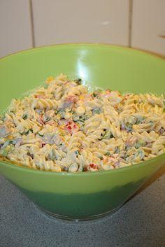 Her kommer oppskrift på en pastasalat som jeg har laget flere ganger og som vi liker veldig godt her i huset! Lett å lage :) PASTASA... Pasta Recipes, Salad Recipes, Cooking Recipes, I Love Food, Good Food, Yummy Food, Food N, Food And Drink, Norwegian Food