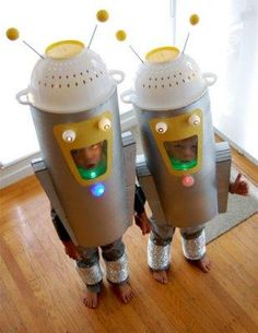 Super-Crafty Halloween Costume Contest Hall of Fame : spacemen Halloween Costume Contest, Halloween Costumes For Kids, Fall Halloween, Halloween Decorations, Alien Halloween, Space Costumes, Robot Costumes, Space Party, Space Theme