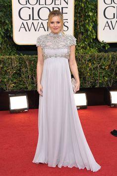 Globos de Oro 2013: La alfombra roja. Kristen Bell, embarazadísima, con un vestido de Jenny Packham.