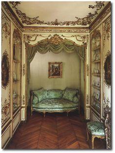 Salon de L'Alcove, found in the 18th Century home of the Swiss Confederation ambassador.
