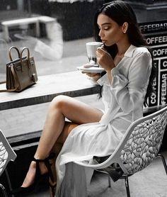 Janice Joostema - Femme en Noir et Blanc Photographie Glamour Vintage, Photo Pour Instagram, Janice Joostema, Coffee Girl, Mode Inspiration, Classy Women, Mode Style, Fashion Outfits, Womens Fashion