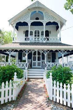 Charming Victorian home - this would be my dream house