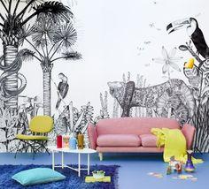 Tous les animaux de la jungle se rassemblent sur ce papier peint en noir et blanc : panthère, serpent, perroquet... Disponible chez Bien Fait
