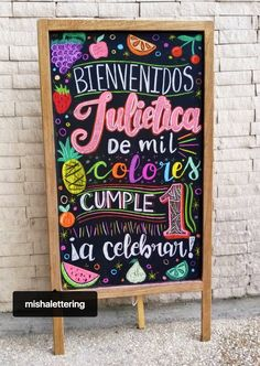 Pizarra de frutas  #LaChicadelasPizarras Diseño por: Misha velazco  #fiestadefrutas #Chalkboardart #Pizarras  #Venezuela Blackboard Art, Kitchen Chalkboard, Day Of The Dead Party, Chalk Lettering, Chalkboard Designs, Fruit Photography, Chalk Art, Diy Cards, Vintage Decor