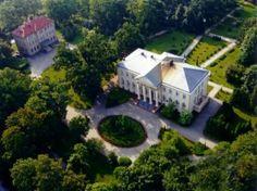 Pałac Biskupi w Pelplinie wzniesiony w latach 1837 - 1839. Przebudowany w latach 1927-28 z inicjatywy biskupa Stanisława Okoniewskiego. Obecnie pałac jest siedzibą biskupa diecezji pelplińskiej.