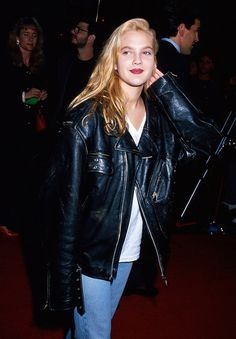 Grunge fashion: Drew Barrymore in an oversized leather jacket